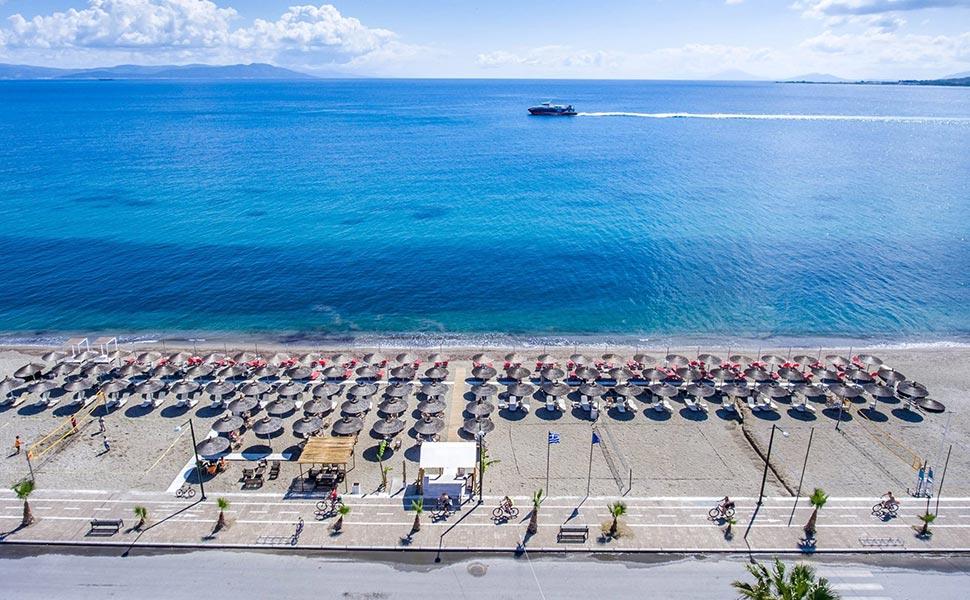 Alibaba παραλιακό μπαρ στην ακτή Ζουρούδη